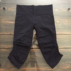 Lululemon in the Flow Capri Size 8